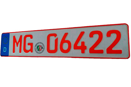 Rotes Nummernschild